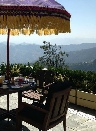 Wildflower Hall, Shimla in the Himalayas: Breakfast view