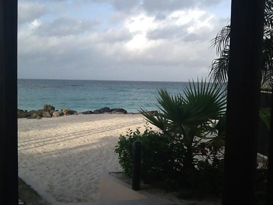 Divi Aruba All Inclusive: Add a caption