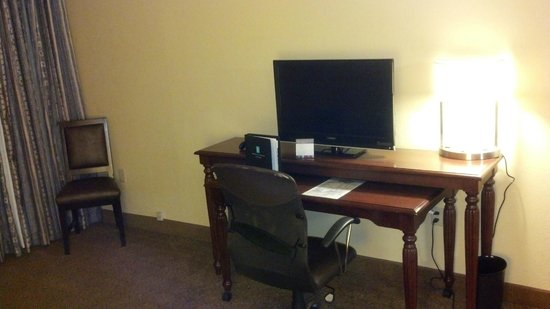 Embassy Suites  New Orleans-Convention Center: desk