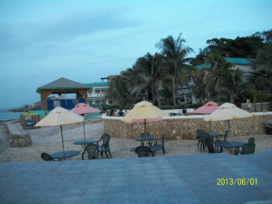 Samsara Cliffs Resort: Patio Deck