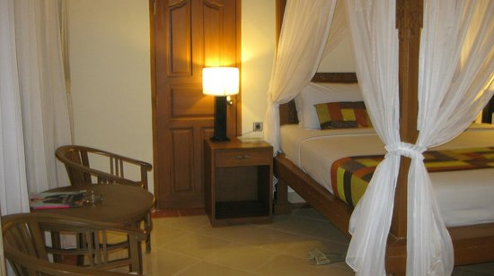 Wina Holiday Villa Hotel: Suite: King bed