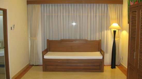 Wina Holiday Villa Hotel: Suite: Additional sleeping area