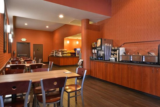 BEST WESTERN PLUS Stovall's Inn: Breakfast Area