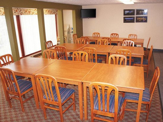 La Quinta Inn & Suites Woodburn: Breakfast Area