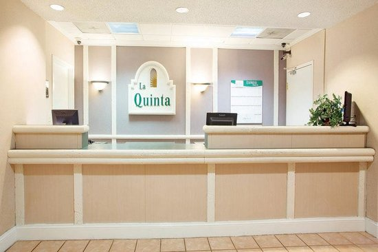 La Quinta Inn Jackson North: Front Desk