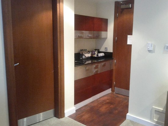 DoubleTree by Hilton London - West End: Kitchen area on the first floor