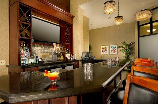 BEST WESTERN PREMIER Plaza Hotel & Conference Center: Fireside Bar & Bistro