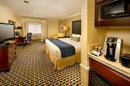 BEST WESTERN PREMIER Plaza Hotel & Conference Center: Guest Room