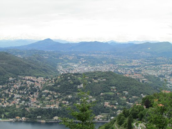 Brunate, Italie : And a great view!