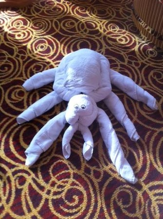 Jumeirah Beach Hotel: spider towel sculpture