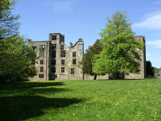 Derbyshire, UK: Hardwick Old Hall ruins