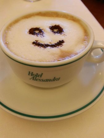 Hotel Alessandra: Start your day off great with a smiley cappuccino and a wonderful breakfast!