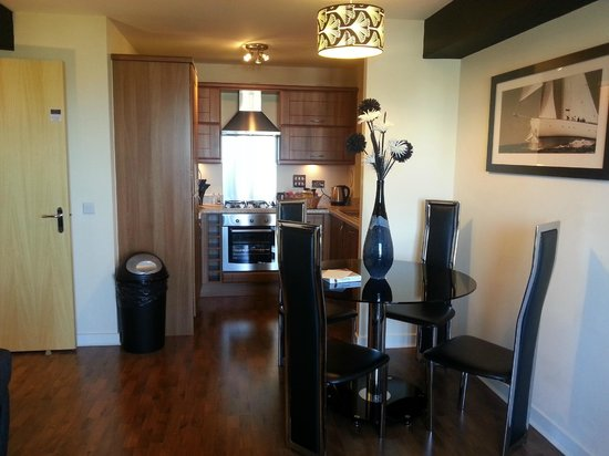 Oakhill Apartments: Well equipped kitchen