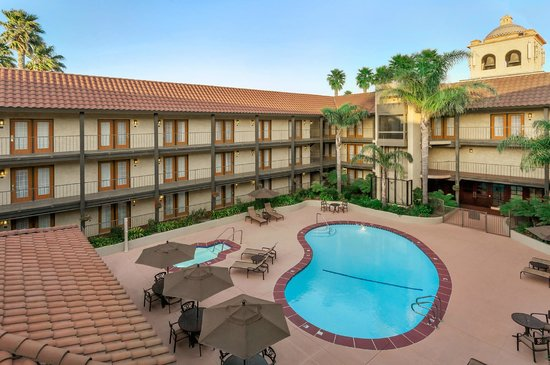 Lompoc, CA: Pool Area Courtyard