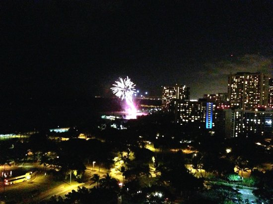 Trump International Hotel Waikiki Beach Walk: Fireworks