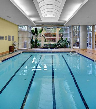 Courtyard by Marriott Atlanta Buckhead: Indoor Pool