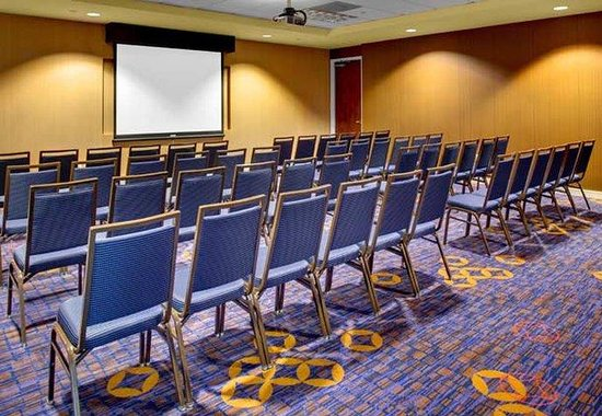 Courtyard by Marriott Atlanta Buckhead: Meeting Room – Theater Style