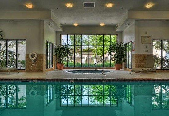 Springfield, OR: Indoor Pool & Spa