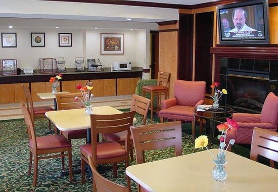 Fairfield Inn Detroit Troy / Madison Heights: Breakfast Area