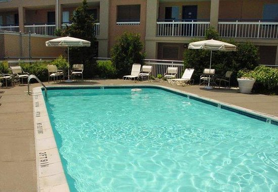 Fairfield Inn Detroit Troy / Madison Heights: Outdoor Pool