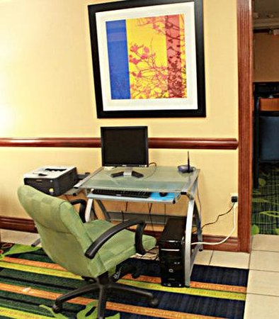 Fairfield Inn Spring Valley Nanuet: Business Center