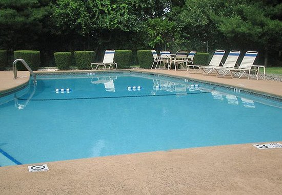 Fairfield Inn Spring Valley Nanuet: Outdoor Pool