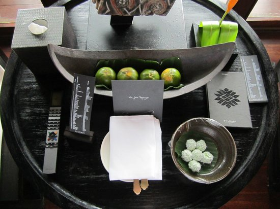 Bulgari Hotels & Resorts Bali: The welcome tray with the local snacks of Bali with personalized letter from the GM.