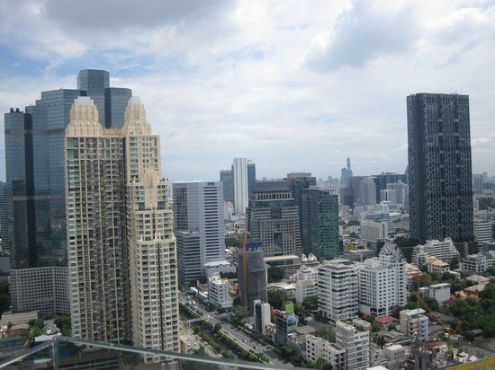 Anantara Bangkok Sathorn: City View From Kasara Lounge