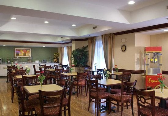 Fairfield Inn & Suites Atlanta Buckhead: Breakfast Room