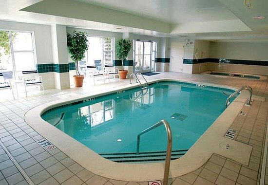 Fairfield Inn & Suites Atlanta Buckhead: Indoor Pool