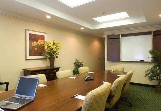Fairfield Inn & Suites Atlanta Buckhead: Boardroom