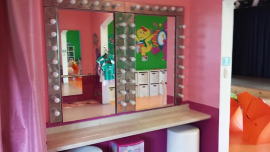 Aventura Cove Palace: Dress up area in kids club