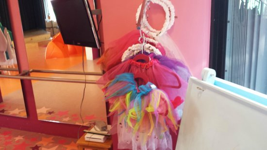 Aventura Cove Palace: Ballerina Outfits in Kids Club