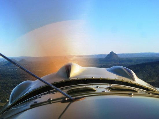 Caloundra, Australien: Glasshouse Mountain view through propellor