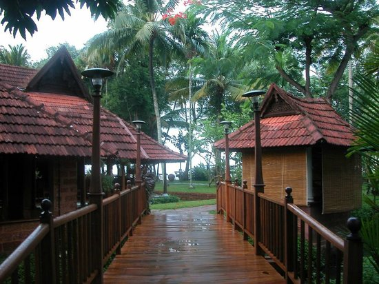 Kumarakom Lake Resort: bridges