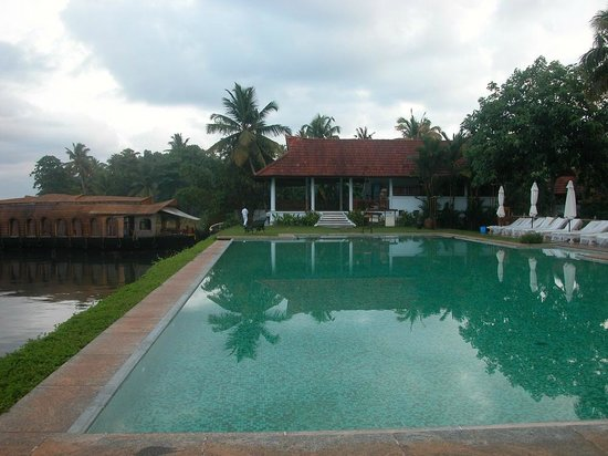 Kumarakom Lake Resort: Infinity pool
