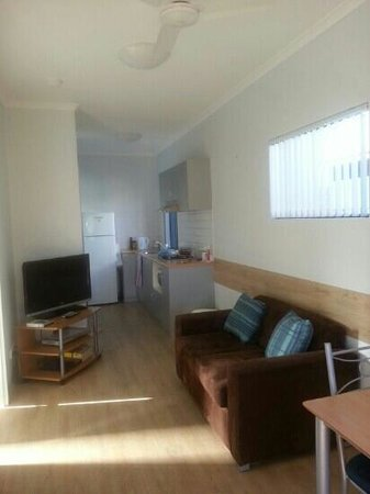 Mandurah, Australien: Tv area & Kitchen