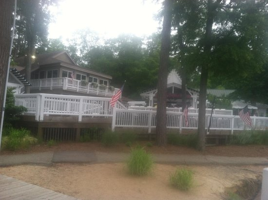 Midlothian, VA: Nice property by the lake.