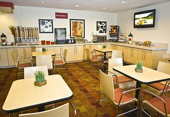 TownePlace Suites Albuquerque Airport: Breakfast Room