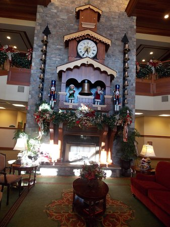 The Inn at Christmas Place: The Glockenspiel