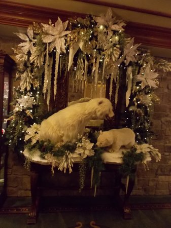 The Inn at Christmas Place: Decor