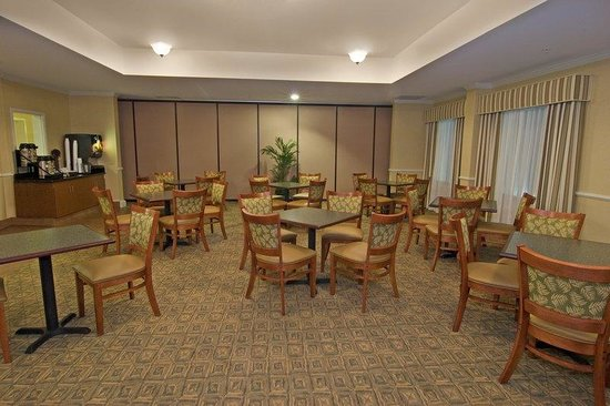 BEST WESTERN PLUS Airport Inn & Suites: Lobby