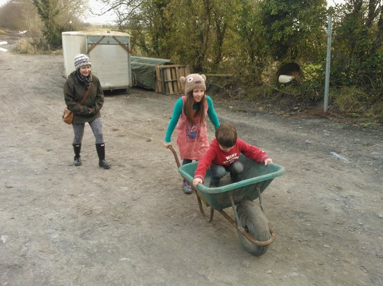 Ennis, Irlanda: wheelbarrow ride