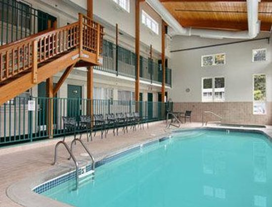 Dover, NH: Indoor Pool with hot tub