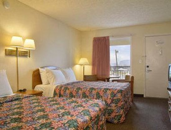 Days Inn Kingsport/Downtown: Standard Two Double Bed Room