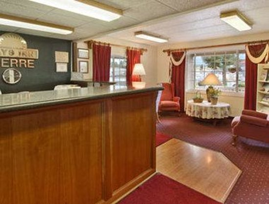 Pierre-Days Inn: Lobby