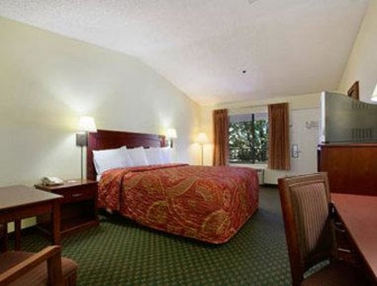 Banning, CA: Standard King Bed Room