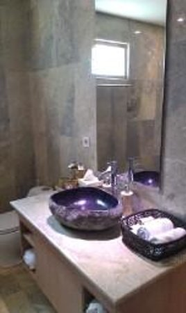 Puri Sunia Resort: Gorgeous bathroom