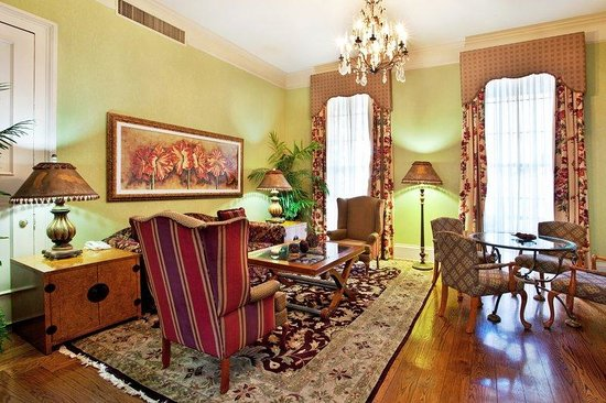 Holiday Inn New Orleans - Chateau Lemoyne: Bienville Parlor Suite