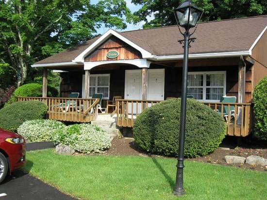 Cresco, PA: Wickshire Cabin (two suites in cabin)
